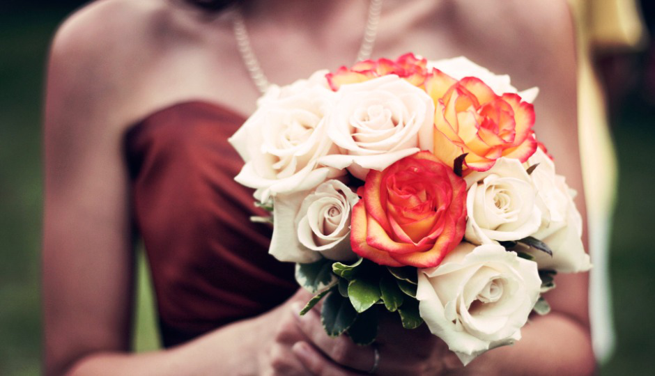 10 consigli su come vestirsi a una cerimonia